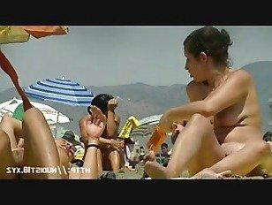 Эротика Красивые женщины загорают на пляже во Франции порно видео
