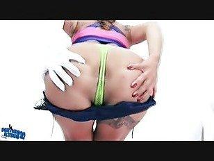 Эротика Круглая задница Латина имеет мясистые киска губы схватили. Камелтое Фетиш. порно видео