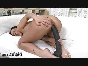 Эротика Горячий мед мастурбирует с гигантскими дилдо порно видео