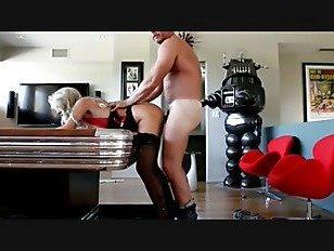 Эротика блондинка шлюха с большими сиськами трахается порно видео