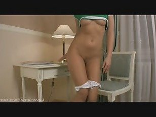 Эротика Зеленая рубашка красотка с большими сиськами любит мастурбировать порно видео