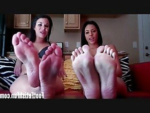 Эротика Сосать каждый из моих сладких розовых пальцев порно видео