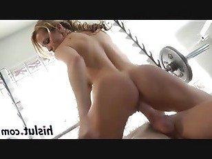 Эротика Горячая шлюха получает пригвожден в тренажерном зале порно видео