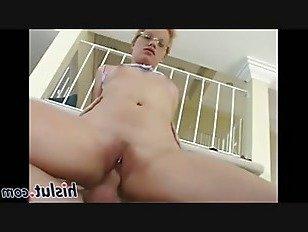 Эротика распутная цыпочка едет толстый стояк порно видео