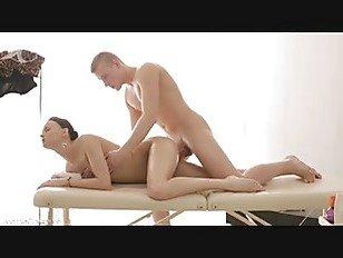 Эротика Массажист Веселится С Молодой Девушкой порно видео