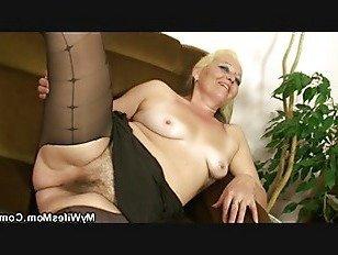 Эротика Волосатая киска мать инло получает голая затем едет петух порно видео