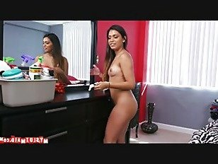 Эротика Уборка с Николь p4 порно видео