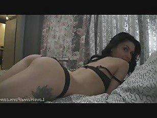 Эротика Горячий подросток с маленькими сиськами показывает свои товары порно видео