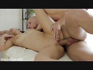 Порно Босс 18 девственница секс-Людмила получает массаж от своего нового клиента HD секс видео