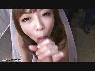 Эротика Во время своей свадьбы ей приходится сосать твердый писюн порно видео