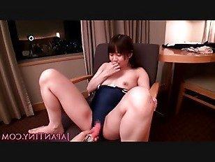 Эротика Маленькая купальник азиатский играл с вибратором порно видео