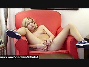 Скачать Порно AdultMemberZone Алина дает себе палец лизать оргазм HD секс видео
