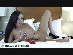 Эротика Давайте повеселимся с вашим новым устройством целомудрия порно видео