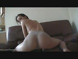 Скачать Порно Невероятная красотка любит позирует в колготках HD секс видео