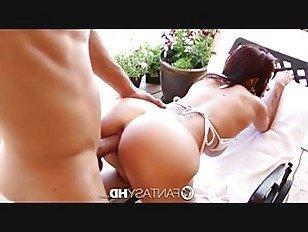 Эротика FantasyHD огромной грудью Ава Аддамс принимает нагрузку на ее сиськи порно видео