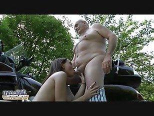 Эротика Старый молодой порно-дедушка трахает подросток хардкор Минет молодая девушка киска порно видео