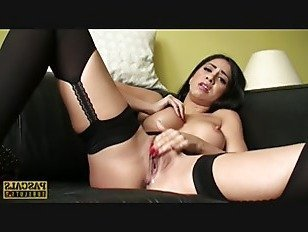 Скачать Порно Волосы были собраны в Великобритании потаскушка мастурбирует HD секс видео