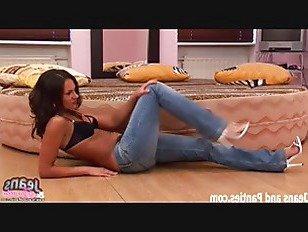 Эротика Мои обтягивающие синие джинсы получать ваш петух жесткий еще порно видео