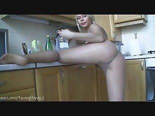 Эротика Потрясающая блондинка и ее горячие прозрачные колготки порно видео