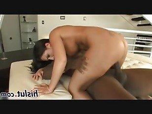 Эротика Сладострастная брюнетка шлюха едет на большой хуй порно видео