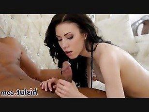 Эротика Красивая бледная красотка сосет черный стояк порно видео