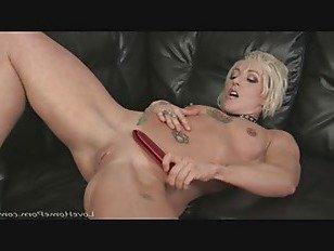 Эротика Блондинка мамаша пользуется трение ее промокший киска порно видео