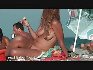 Эротика Нудистский пляж вуайерист видео горячих игривых нудистов в воде порно видео