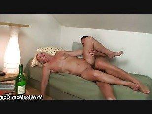 Эротика Пьяная блондинка старого зятя мать жаждать его член порно видео