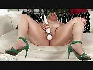 Эротика Блондинка мечта сексуальная блондинка толстая задница использует секс-игрушки порно видео