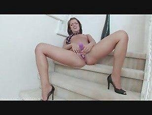 Эротика Пышная красотка с большой жопой мастурбирует порно видео