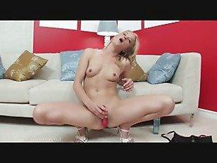 Эротика Снимая платье и погружаясь порно видео